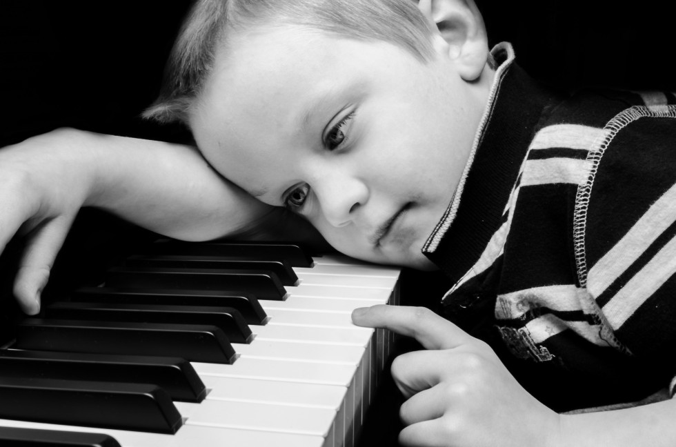 sad-boy-plays-piano